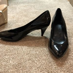Jessica Simpson Black patent pump